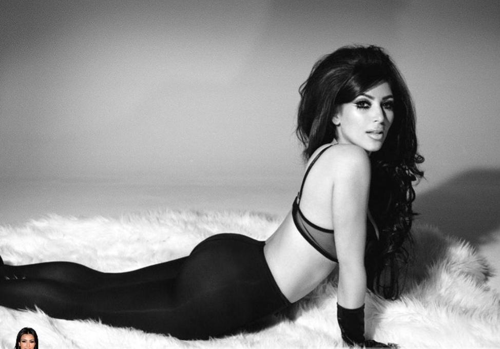 Ким Кардашьян сфотографировалась в одном нижнем белье на
