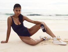 Соблазнительная Адриана Лима в журнале Vogue фото #7