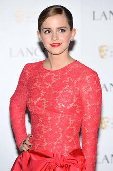 Эмма Уотсон без лифчика на вечеринке перед премией BAFTA фото #5
