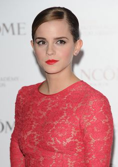 Эмма Уотсон без лифчика на вечеринке перед премией BAFTA фото #7