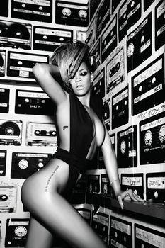 Рианна в эро фотосессии для альбома Rated R фото #3