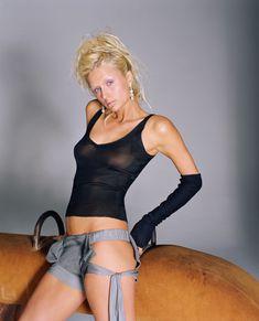 Пэрис Хилтон без бюстгальтера в журнале Elle фото #8