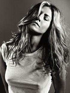 Торчащие соски Дженнифер Энистон в журнале Elle фото #3