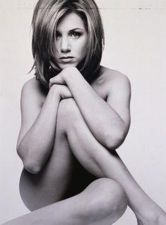 Обнаженная Дженнифер Энистон в фотосессии Марка Селиджера фото #2