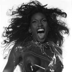 Голая грудь Наоми Кэмпбелл в фотосессии Мишеля Комте фото #1