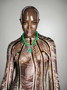 Обворожительное тело Наоми Кэмпбелл в журнале Soon International фото #2