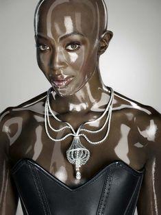 Обворожительное тело Наоми Кэмпбелл в журнале Soon International фото #3