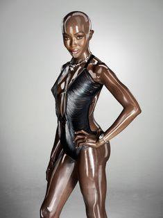 Обворожительное тело Наоми Кэмпбелл в журнале Soon International фото #4