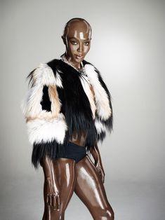 Обворожительное тело Наоми Кэмпбелл в журнале Soon International фото #5