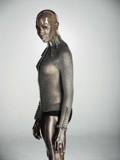 Обворожительное тело Наоми Кэмпбелл в журнале Soon International фото #6