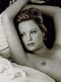 Полностью голая Шарлиз Терон в журнале Playboy фото #6