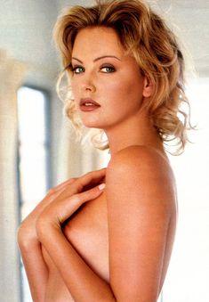 Полностью голая Шарлиз Терон в журнале Playboy фото #14
