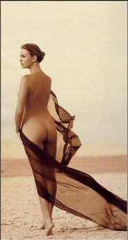 Полностью голая Шарлиз Терон в журнале Playboy фото #15