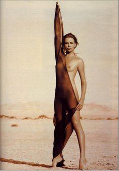 Полностью голая Шарлиз Терон в журнале Playboy фото #17