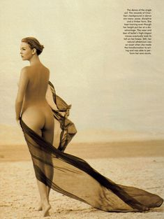 Полностью голая Шарлиз Терон в журнале Playboy фото #20