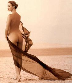 Полностью голая Шарлиз Терон в журнале Playboy фото #21
