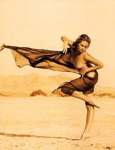 Полностью голая Шарлиз Терон в журнале Playboy фото #27