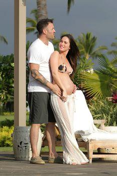 Беременная Меган Фокс в бикини на Гавайях фото #7