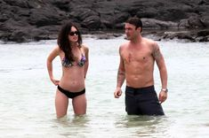 Сексуальная Меган Фокс на пляже в Гавайях фото #15