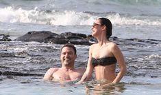 Стройная красотка Меган Фокс отдыхает на плаже в Гавайях фото #1