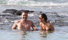 Стройная красотка Меган Фокс отдыхает на плаже в Гавайях фото #2