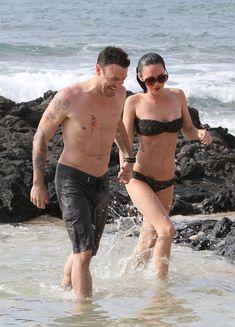 Стройная красотка Меган Фокс отдыхает на плаже в Гавайях фото #5