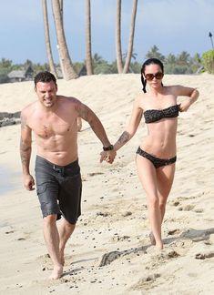 Стройная красотка Меган Фокс отдыхает на плаже в Гавайях фото #10