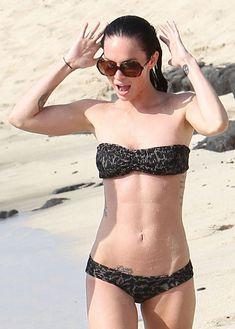 Стройная красотка Меган Фокс отдыхает на плаже в Гавайях фото #16