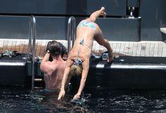 Соблазнительное тело Эльзы Патаки в голубом бикини на Корсике фото #27