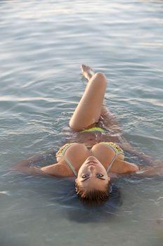 Соблазнительная Кейт Аптон в бикини для Sports Illustrated фото #7