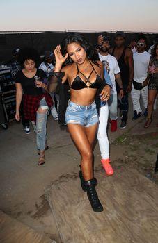 Сексуальная Кристина Милиан в бюстгальтере на фестивале «Горячая сотня Billboard» фото #15