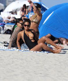 Случайный засвет Кристины Милиан на пляже Майами фото #1