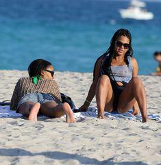 Случайный засвет Кристины Милиан на пляже Майами фото #12