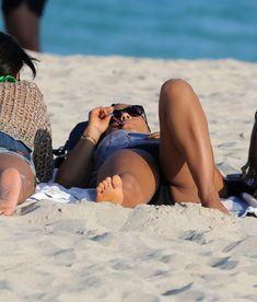 Случайный засвет Кристины Милиан на пляже Майами фото #13