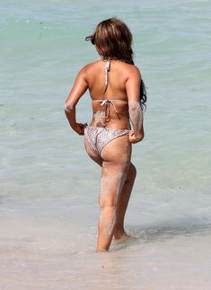 Голый сосок Кристины Милиан на пляже в Майами фото #1