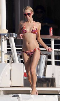 Пэрис Хилтон в купальнике на яхте фото #2