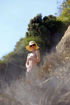 Голые сиськи Пэрис Хилтон во время съмок фото #10