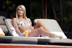 Секси Пэрис Хилтон в бикини возле бассейна в Сан-Паулу фото #13