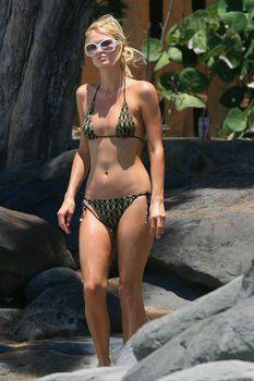 Стройная Пэрис Хилтон отдыхает на Гавайях фото #13