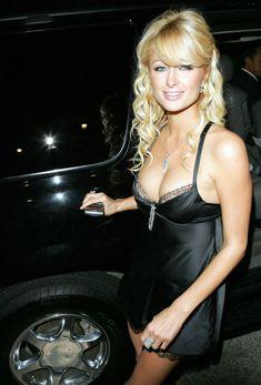 Пэрис Хилтон в сексуальном черном наряде фото #6