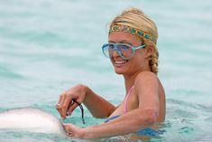 Пэрис Хилтон в цельном купальнике на Бора-Бора фото #5