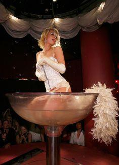 Возбуждающая Пэрис Хилтон в белье для Бурлеска с Pussycat Dolls фото #1