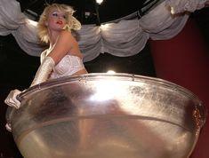 Возбуждающая Пэрис Хилтон в белье для Бурлеска с Pussycat Dolls фото #3