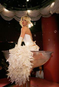 Возбуждающая Пэрис Хилтон в белье для Бурлеска с Pussycat Dolls фото #4