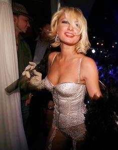 Возбуждающая Пэрис Хилтон в белье для Бурлеска с Pussycat Dolls фото #20