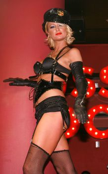 Возбуждающая Пэрис Хилтон в белье для Бурлеска с Pussycat Dolls фото #30