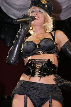 Возбуждающая Пэрис Хилтон в белье для Бурлеска с Pussycat Dolls фото #31