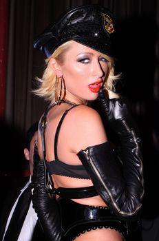 Возбуждающая Пэрис Хилтон в белье для Бурлеска с Pussycat Dolls фото #34