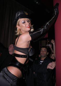 Возбуждающая Пэрис Хилтон в белье для Бурлеска с Pussycat Dolls фото #35