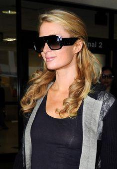 Сексапильная Пэрис Хилтон засветила грудь в Аеропорте фото #1